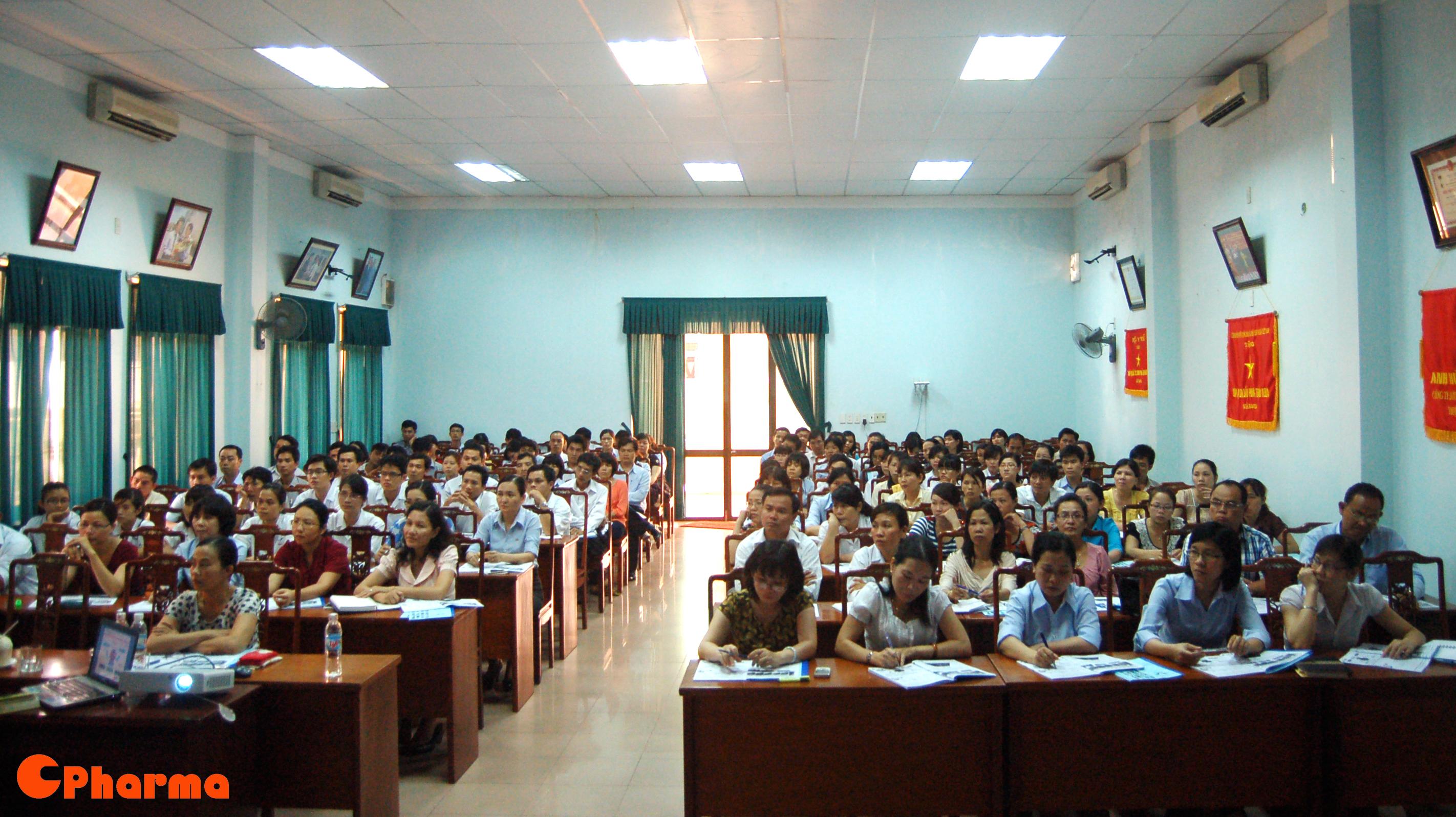 Hội trường Bidiphar với trên 200 học viên