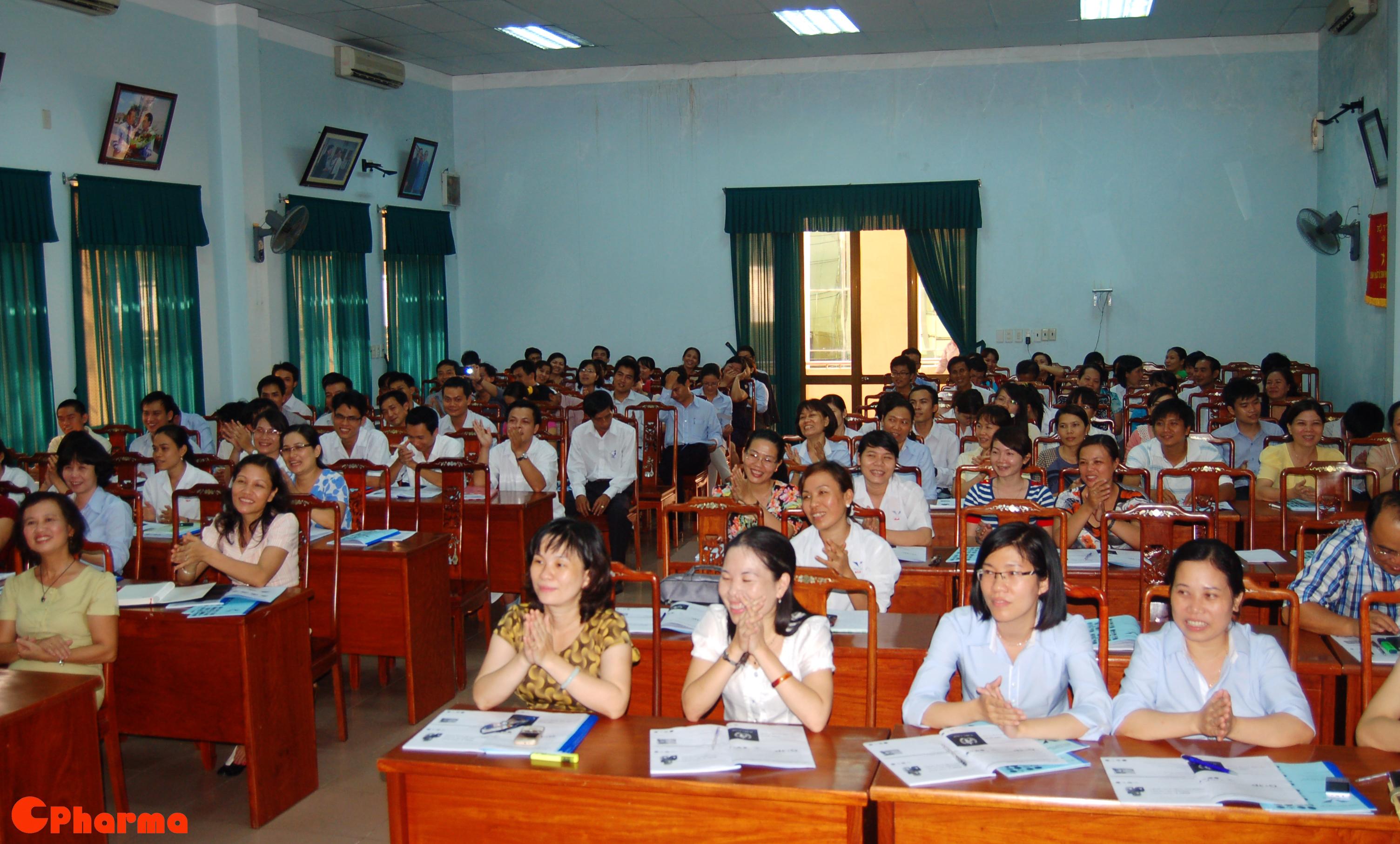 Cả lớp tán thưởng phần trình bầy của học viên