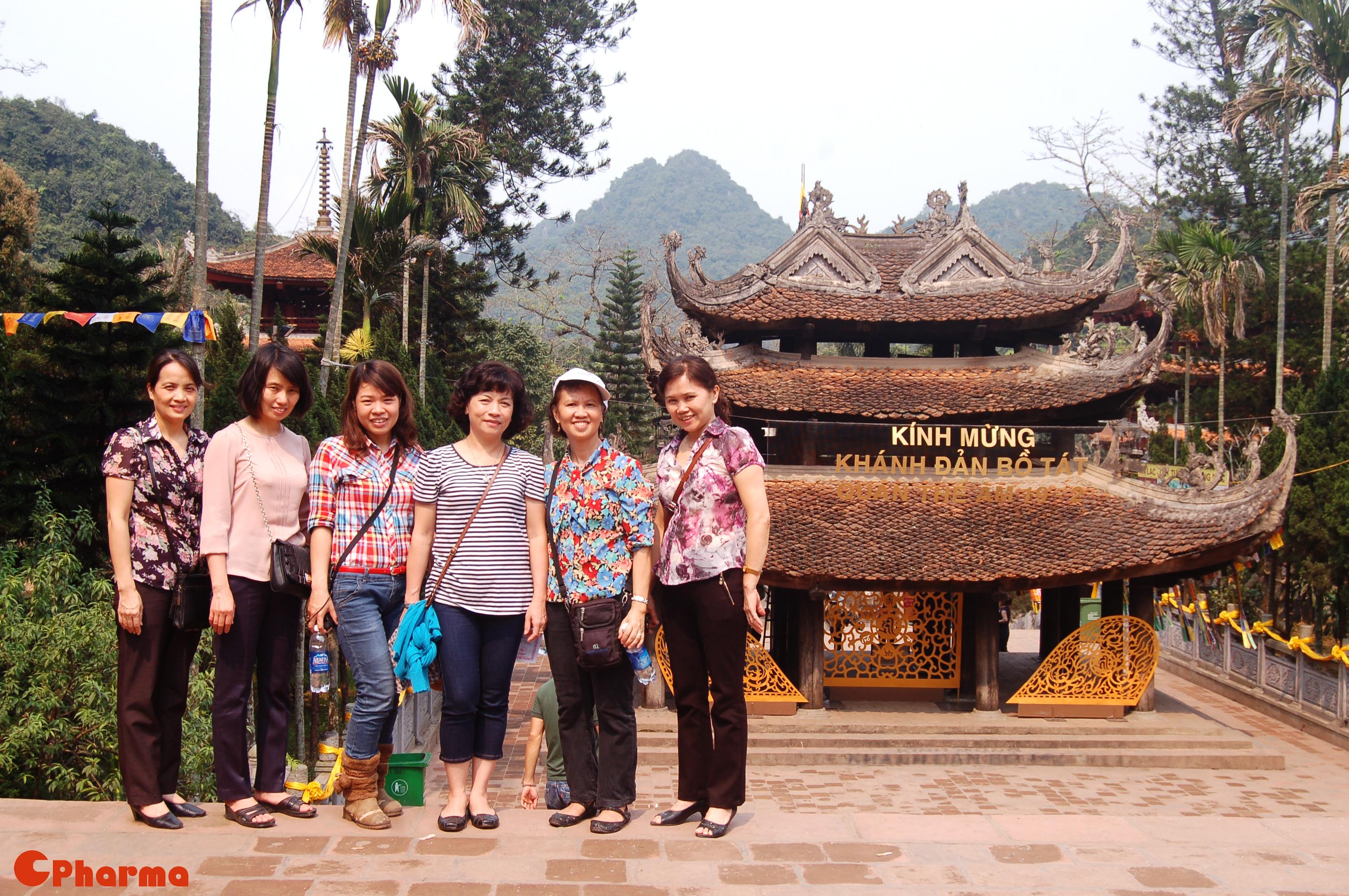 Trẩy hội chùa Hương đầu xuân